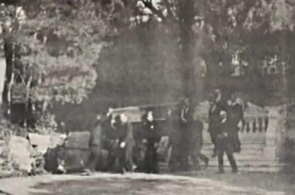 Resim : Sultan Vahdeddin'in tabutu köşkün arka bahçesinden kaçırılırken